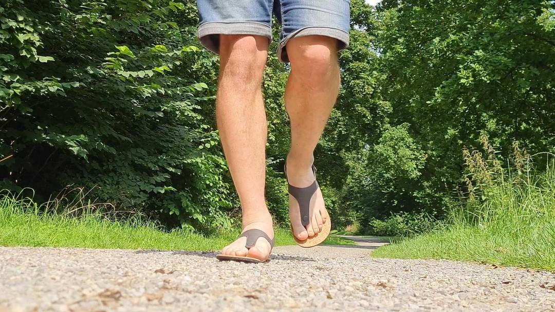 Die Seaside Barfuß-Sandale macht am FUß ein gutes Bild.