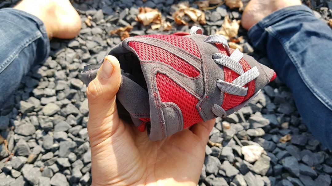 Der Magical Shoes Explorer ist komplett flexibel, wie es bei einem guten Barfußschuh sein muss