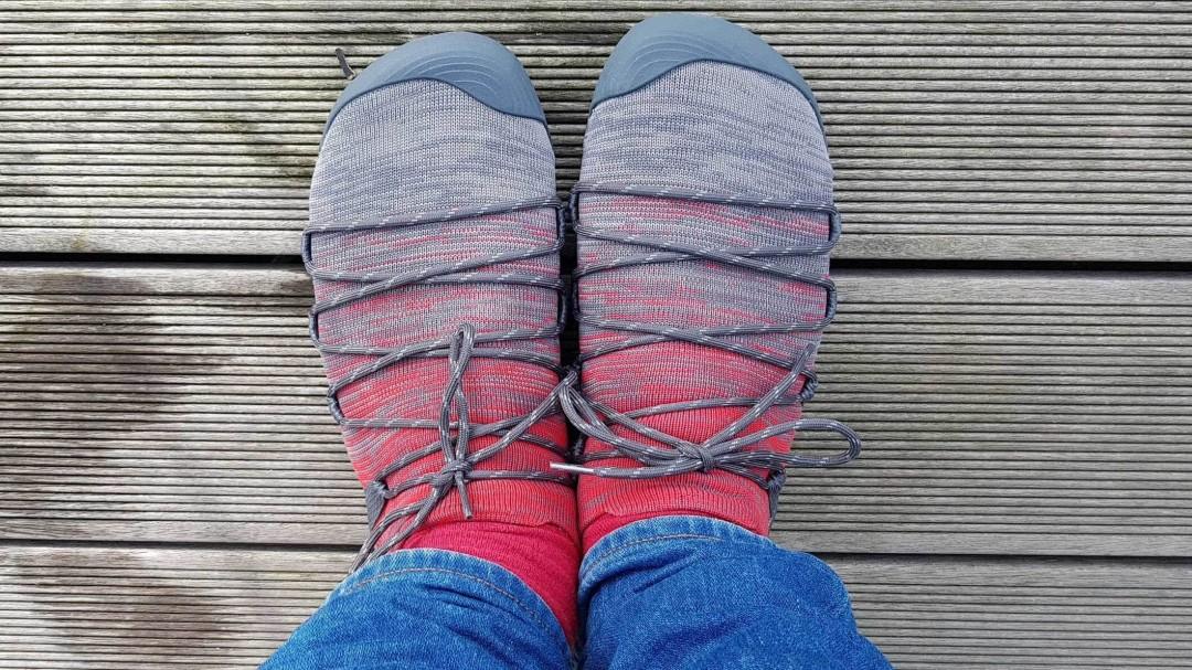 Die Merrell Vapor Glove 4 3D wirken am Fuß durch die Zehenbox recht breit