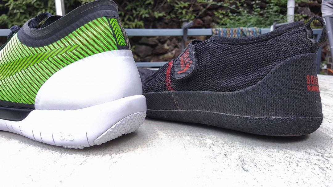 Der Nike Free hat eine Sprengung. Barfußschuhe haben das nicht. (Links Nike Free 3.0; Rechts Sole Runner Barfußschuh)